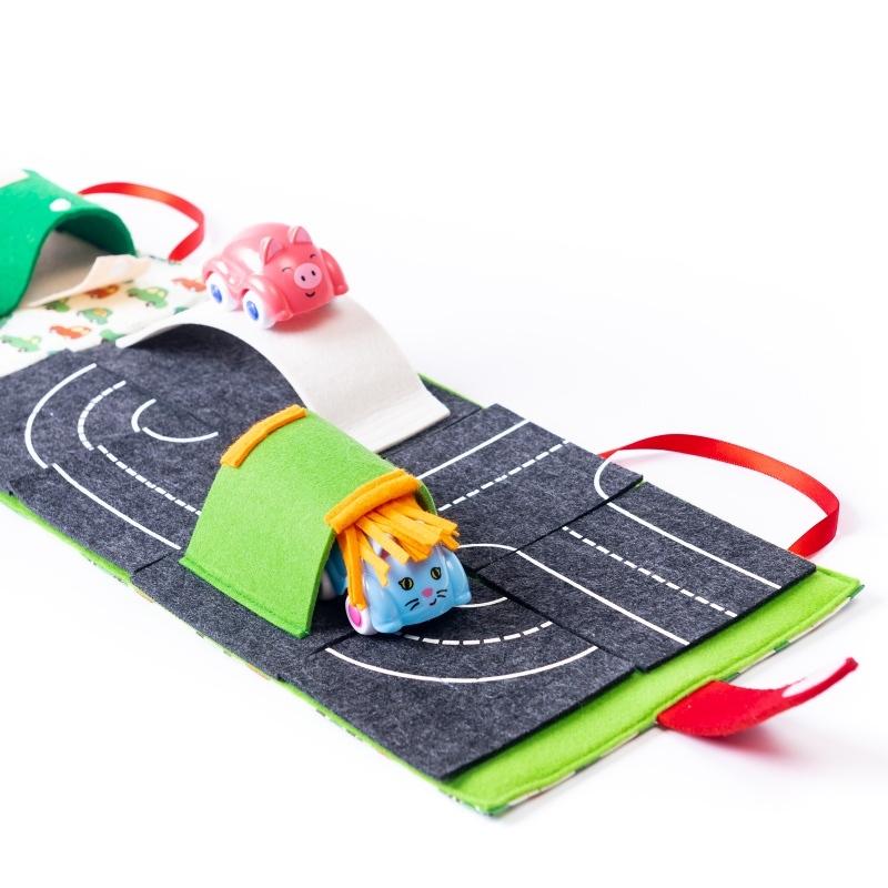 carti textile strada cu masini si garaj